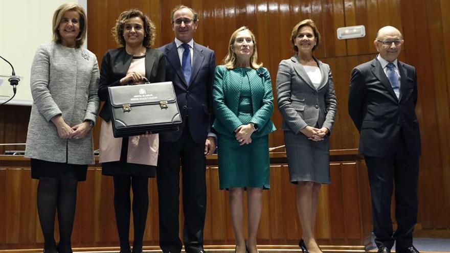 Los seis nuevos ministros, con Cospedal al frente, asumen sus cargos