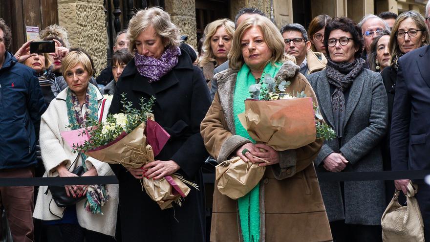 Archivo - La viuda de Gregorio Ordóñez y presidenta de la 'Fundación Gregorio Ordóñez Fenollar', Ana Iribar, y la presidenta de COVITE (Colectivo de Víctimas del Terrorismo) y hermana de Gregorio Ordóñez, Consuelo Ordóñez