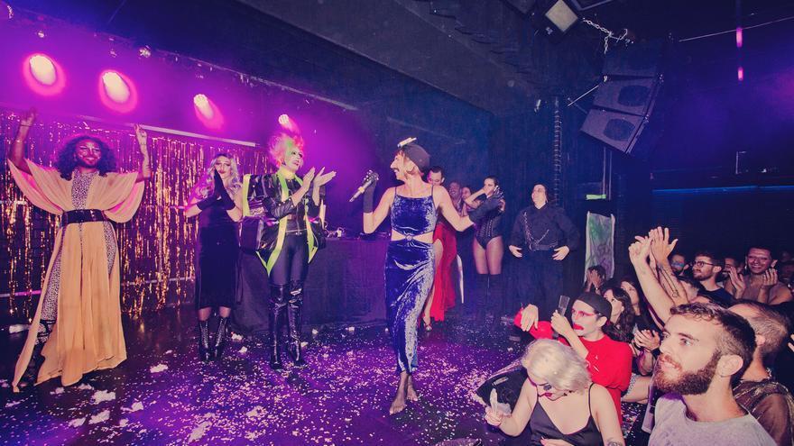 Shirley Diamante, Paprika Dramasiado, Las Vichys, Licorka Fey y Futuroa en uno de los momentos de 'Sarao Drag'