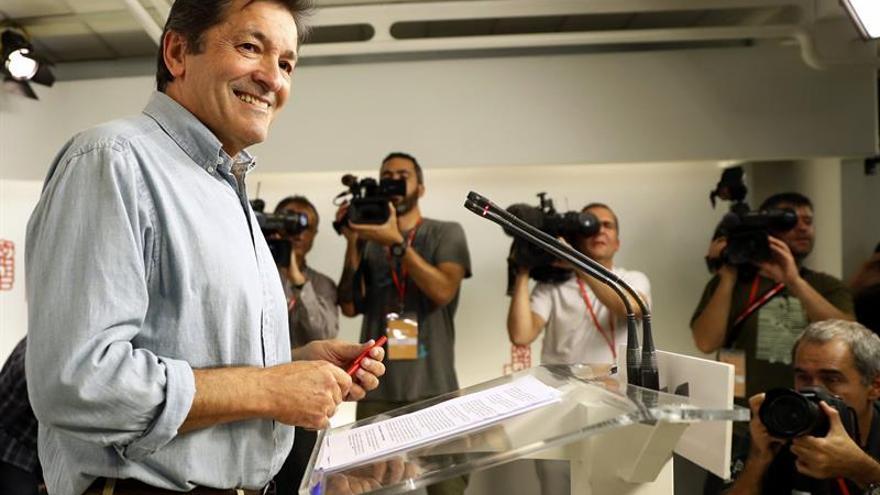 Fernández pedirá al grupo parlamentario del PSOE que todos se abstengan