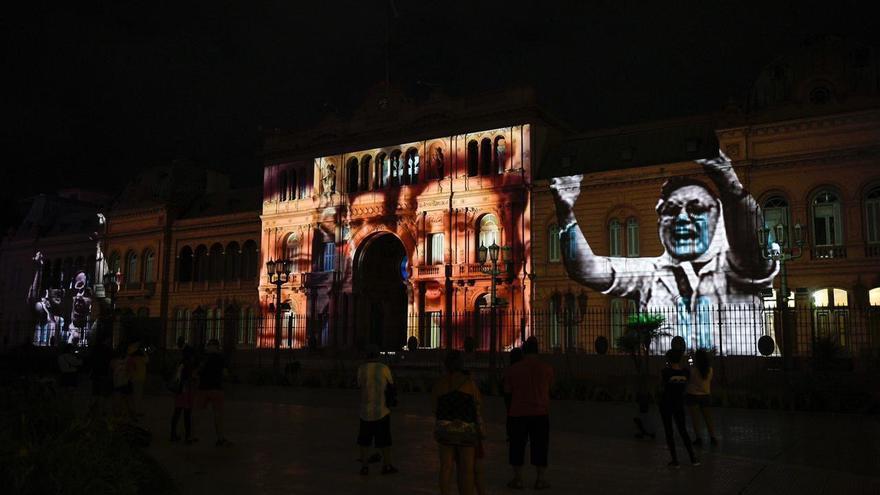 Homenajean a Madres y Abuelas con una proyección sobre el frente de la Casa Rosada