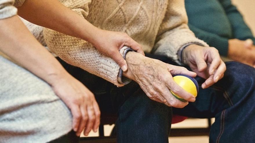 La Diputación de Álava reconoce como una buena práctica el voluntariado de menores extranjeros con personas mayores