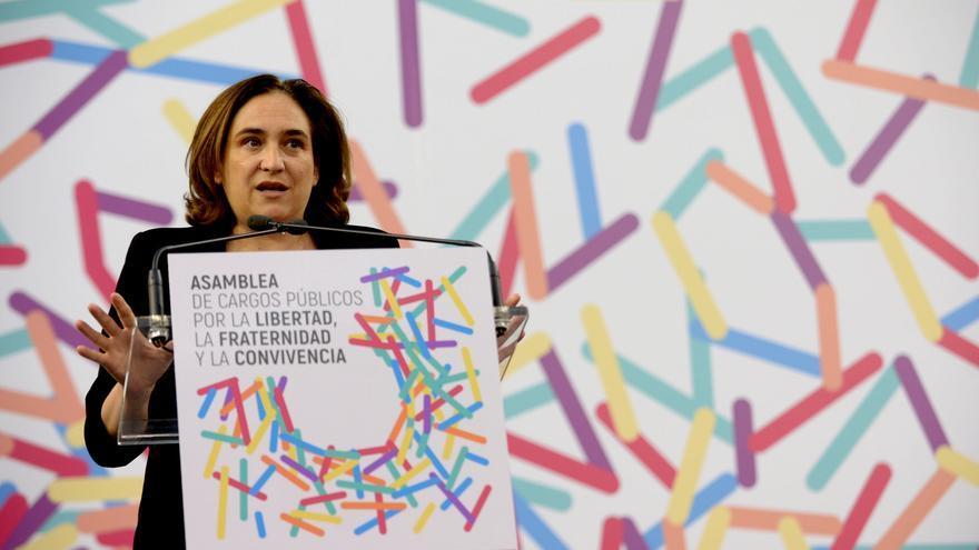 La alcaldesa de Barcelona, Ada Colau, durante la asamblea convocada por Unidos Podemos a favor de una consulta pactada.