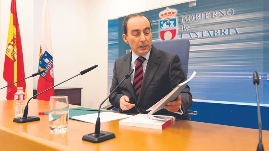 El consejero de Educación de Cantabria, Miguel Ángel Serna, durante una rueda de prensa.