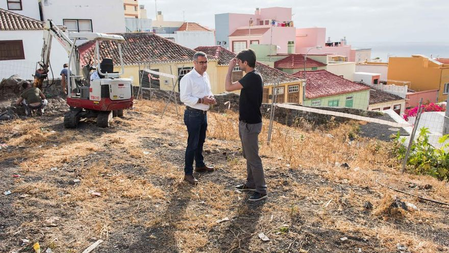 En la imagen, el primer teniente alcalde de la capital, Sergio Matos (derecha), y el concejal de Urbanismo, Manuel Abrante.