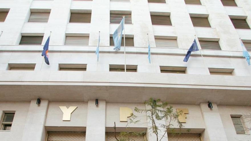 Moody's rebaja la perspectiva del 'rating' de Argentina por la expropiación de YPF