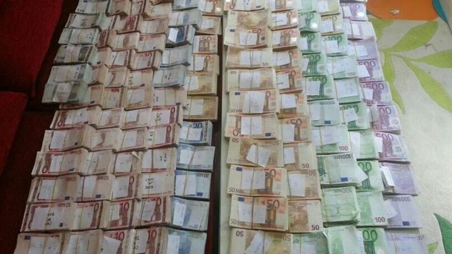Foto del dinero incautado en el domicilio de Ángel del Cabo.