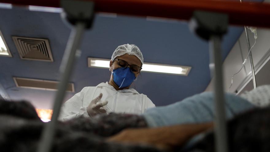 Brasil registra 1.593 nuevas muertes por covid-19 y otros 64.134 contagios