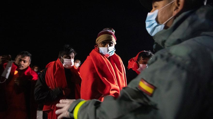 Trasladan a Motril a 4 inmigrantes rescatados cerca de la costa granadina