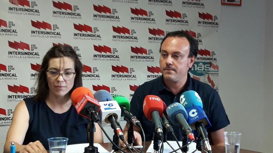 Pedro Ortega e Isabel Valverde, de STE-CLM, en la rueda de prensa de este miércoles en Albacete.