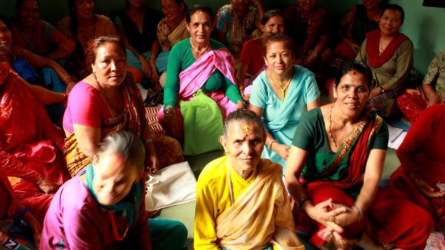 Mujeres en clase en el distrito de Baneswor, Katmandú/Fotografía: Ana Torres