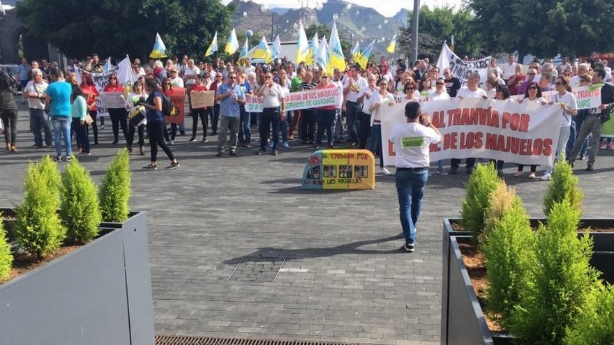 Manifestación ante el Cabildo de Tenerife en contra de la ampliación de la línea 2 del tranvía