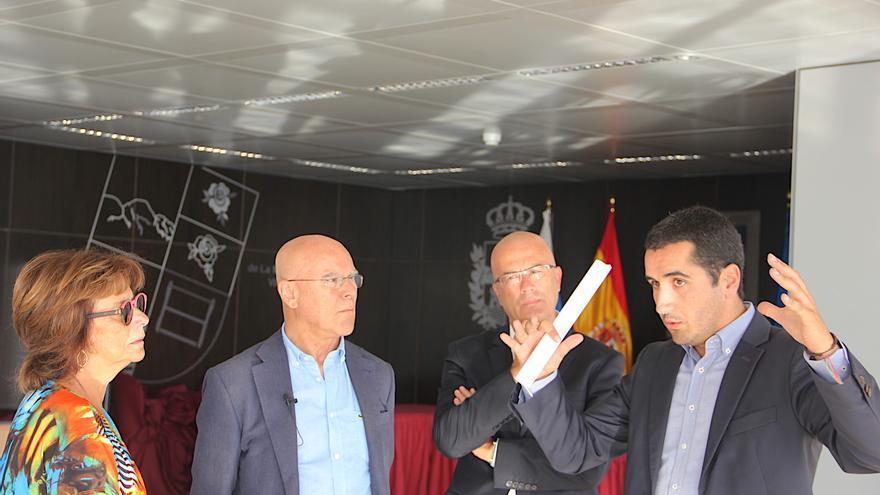 Visita del Diputado del Común al Ayuntamiento de Breña Baja.