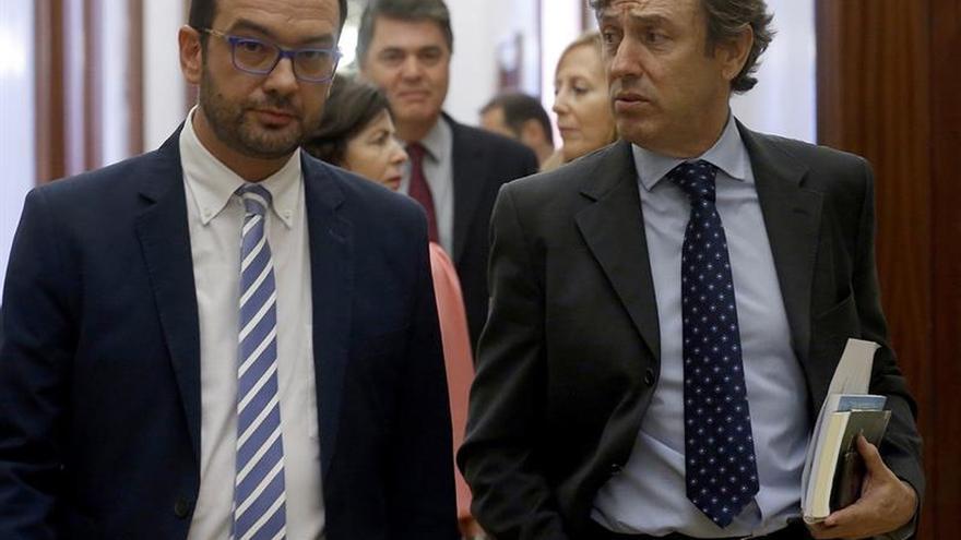 """El PSOE califica de """"cacicada"""" del PP impedir que De Guindos vaya al pleno del Congreso"""