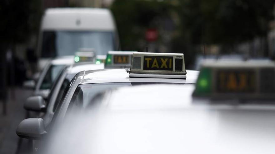 """Los taxistas dicen que el Real Decreto Ley pone fin a su """"inseguridad jurídica"""" ante los VTC"""