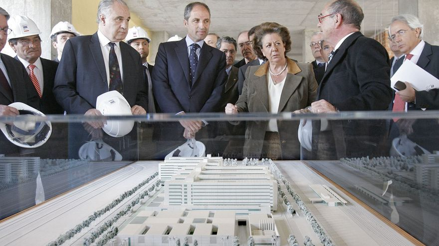 Francisco Camps, Rita Barberá y el exconseller de Sanidad Rafael Blasco en una visita a las obras del nuevo hospital La Fe de Valencia en 2007