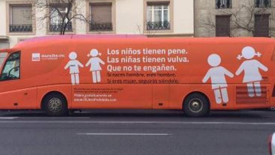Autobús transfóbico de HazteOír.