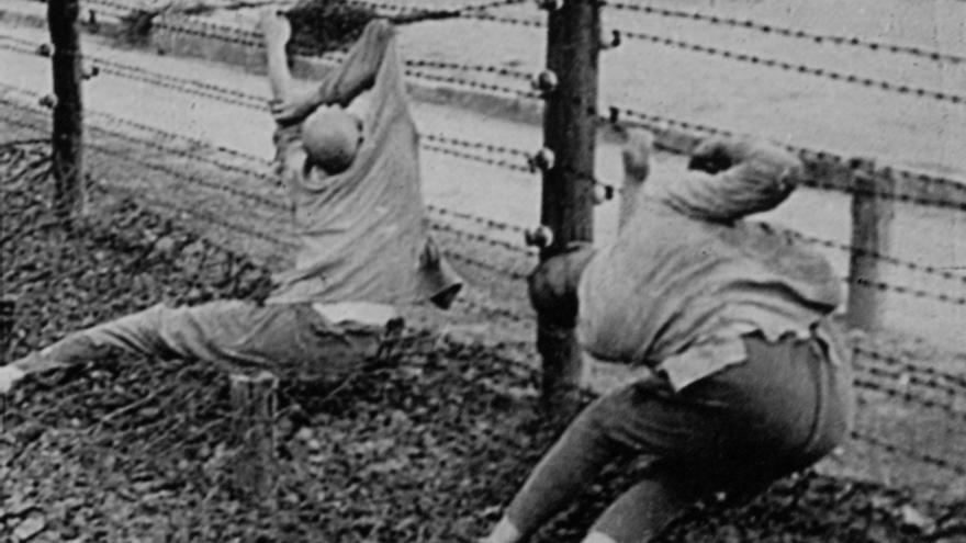 La alambrada electrificada era el lugar elegido por muchos prisioneros para quitarse la vida