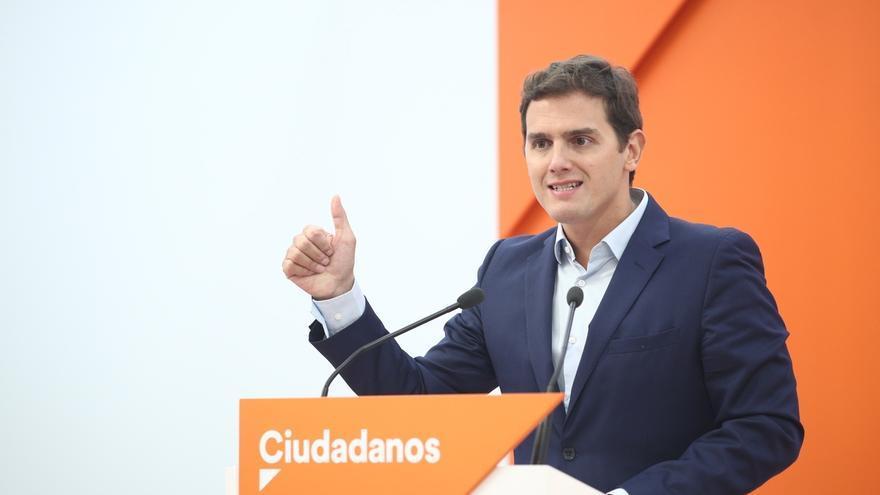 """Rivera critica a Podemos por """"hacer equidistancia"""" y estar """"a la deriva"""" del independentismo"""
