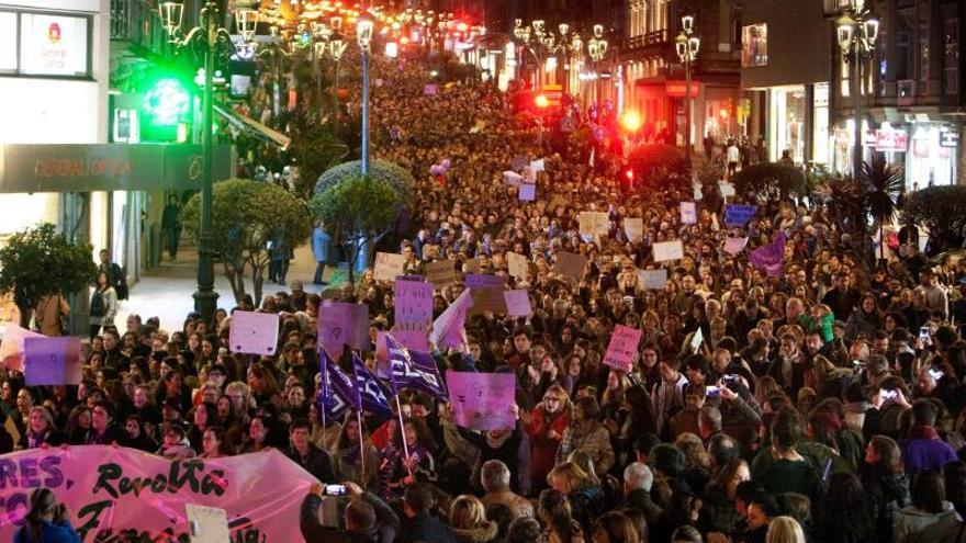 Decenas de miles de gallegos salen a la calle para reivindicar la igualdad