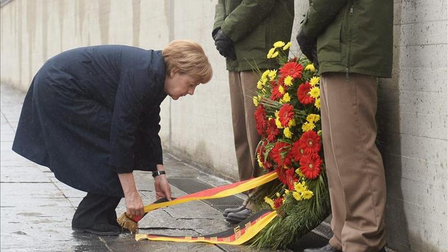 Merkel agradece el testimonio de los supervivientes del horror nazi