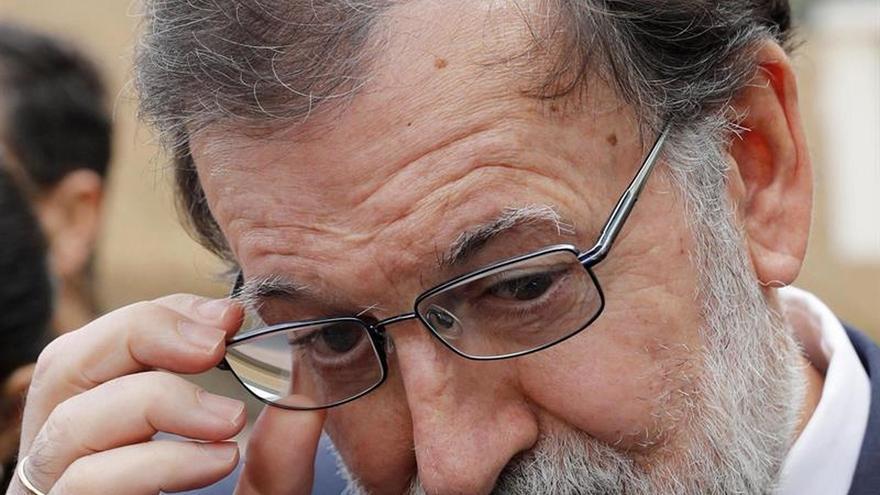 """Rajoy pide a los dirigentes catalanes que reflexionen y vuelvan """"a la legalidad"""""""