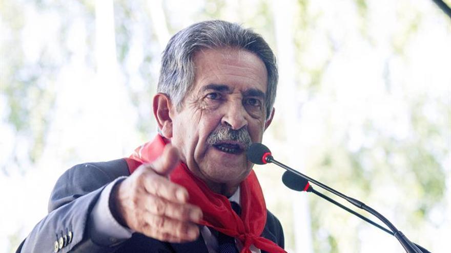 Revilla dice que Cantabria liderará la sublevación contra los ajustes por el déficit