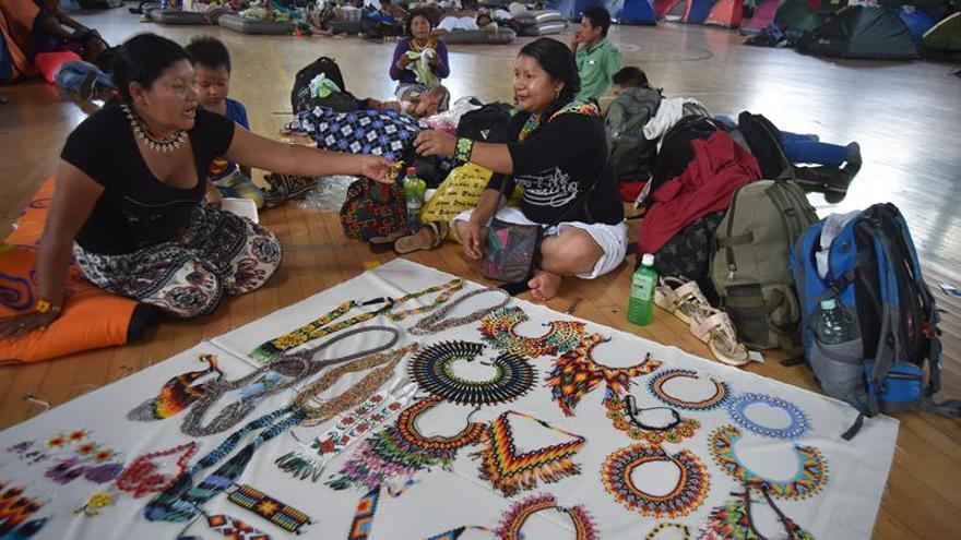 """Indígenas colombianos honrarán al papa en un """"encuentro de espiritualidades"""""""