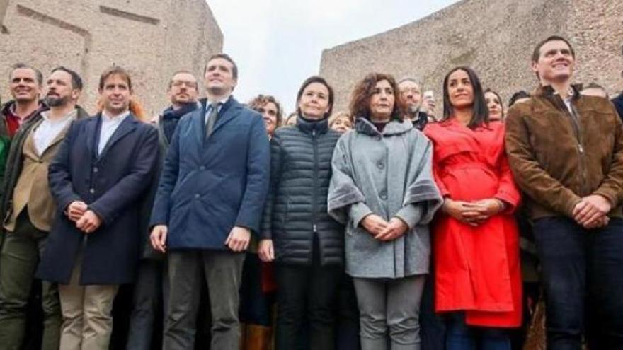 La triple derecha manifestándose en Colón, Madrid