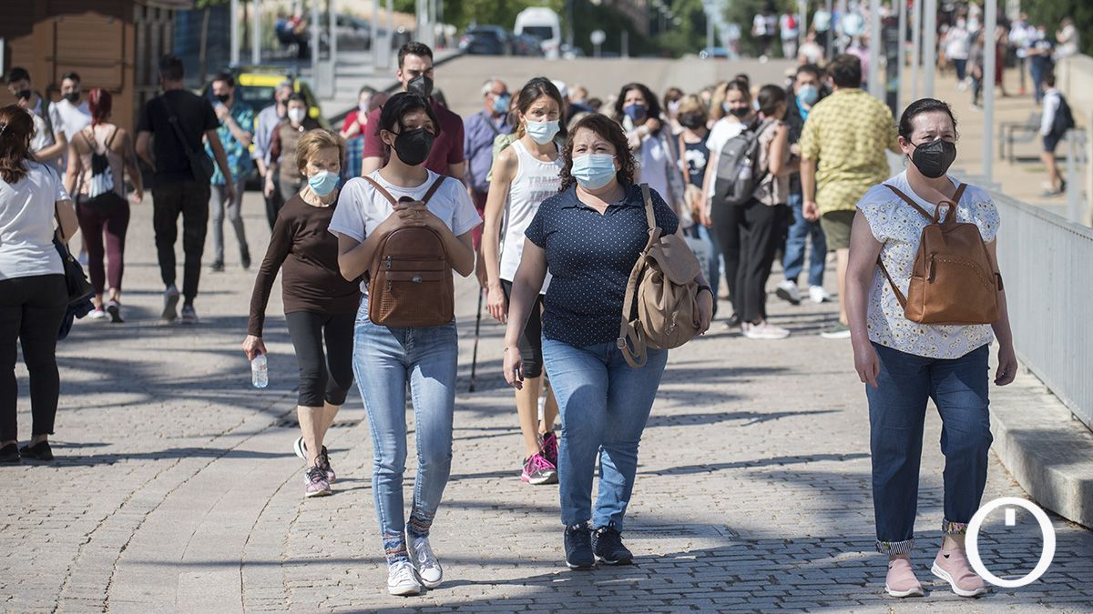 Turistas pasean por Córdoba el pasado mes de mayo
