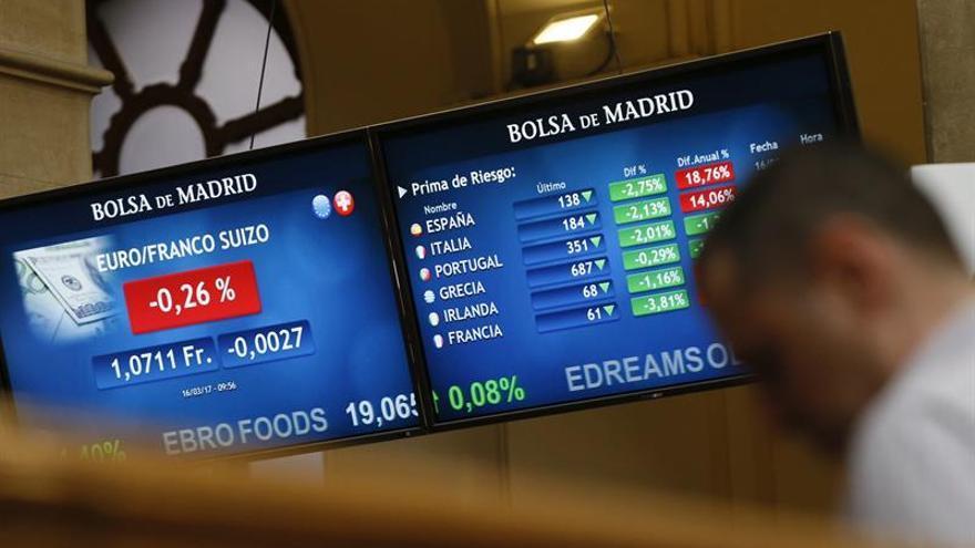 """La prima de riesgo española baja a 141 puntos por la caída del """"bund"""""""