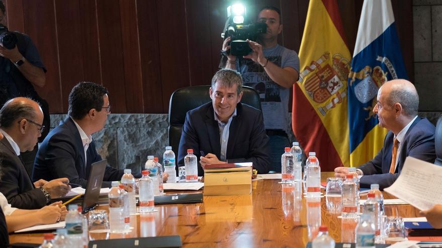 """Clavijo dice que CC mantendrá """"gobernabilidad"""" y """"sentido común"""" en el país """"pase lo que pase"""" con el PP en Canarias"""