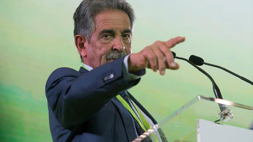 Miguel Ángel Revilla durante un acto del Partido Regionalista de Cantabria.