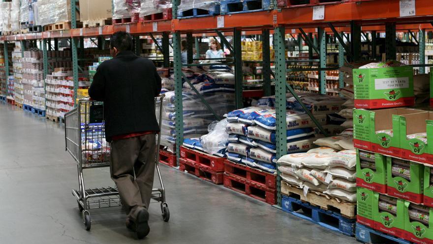 El gasto de los consumidores en Estados Unidos subió un 0,4 por ciento en julio