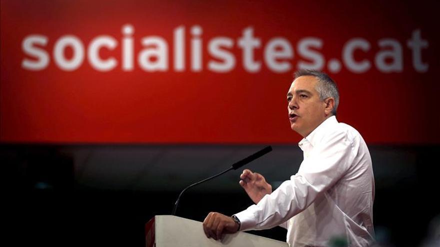 """Pere Navarro dice a Rajoy que en vez de un """"portazo"""" plantee una alternativa"""