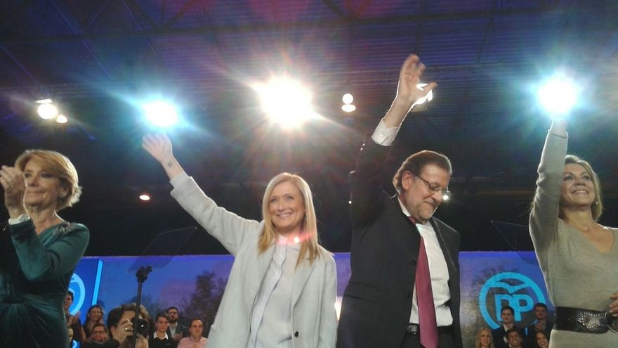 Rajoy comparte mantel con Aguirre, Cifuentes, Cospedal y Santamaria en la cena-mitin de cierre de campaña