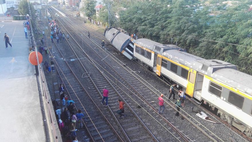 El tren descarrilado en O Porriño, sobre las vías