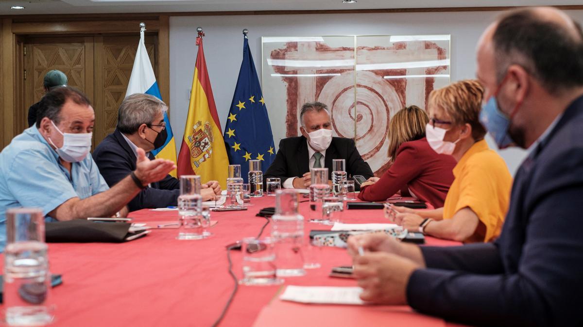 El presidente canario, Ángel Víctor Torres, dirige el Consejo de Gobierno de este jueves 8 de julio