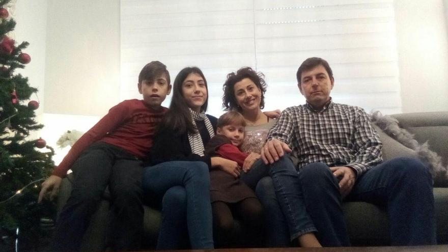 Sascha pasará las navidades con su familia de acogida.