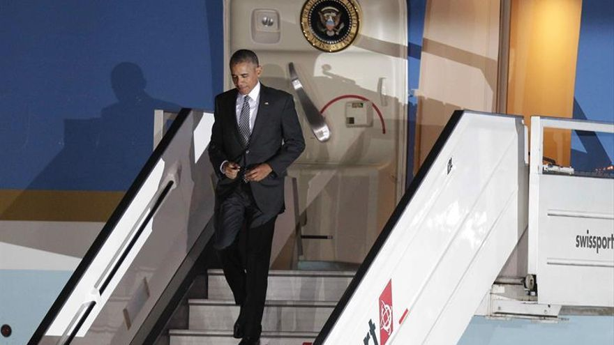 Obama llega a Perú para participar en su última cumbre del APEC