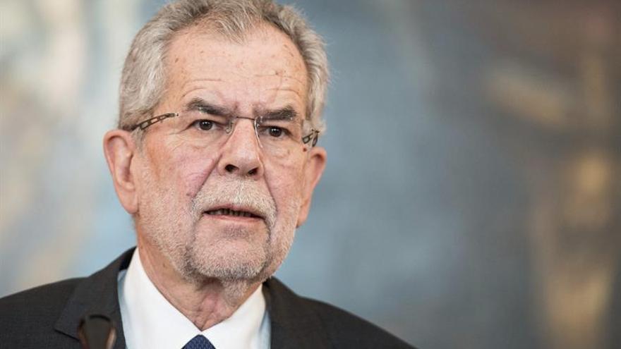 Juncker destaca ante Van der Bellen la importancia de las soluciones europeas