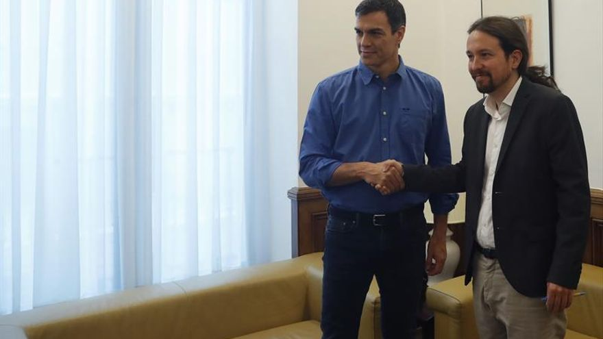 Iglesias apoya a Sánchez para abrir una comisión de diálogo sobre Cataluña
