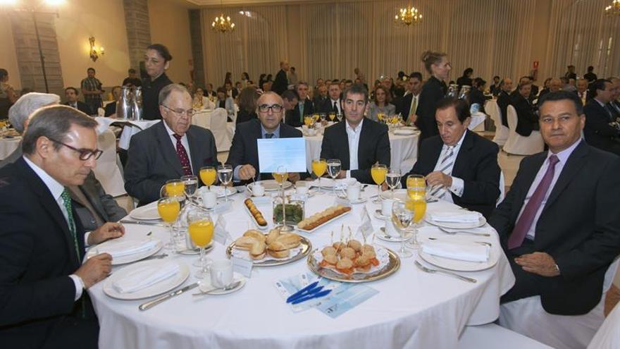 El candidato de CC a presidente del Gobierno canario en las autonómicas de 2015, Fernado Clavijo, participó este jueves en un desayuno informativo organizado por Editorial Prensa Ibérica. EFE/Ángel Medina G