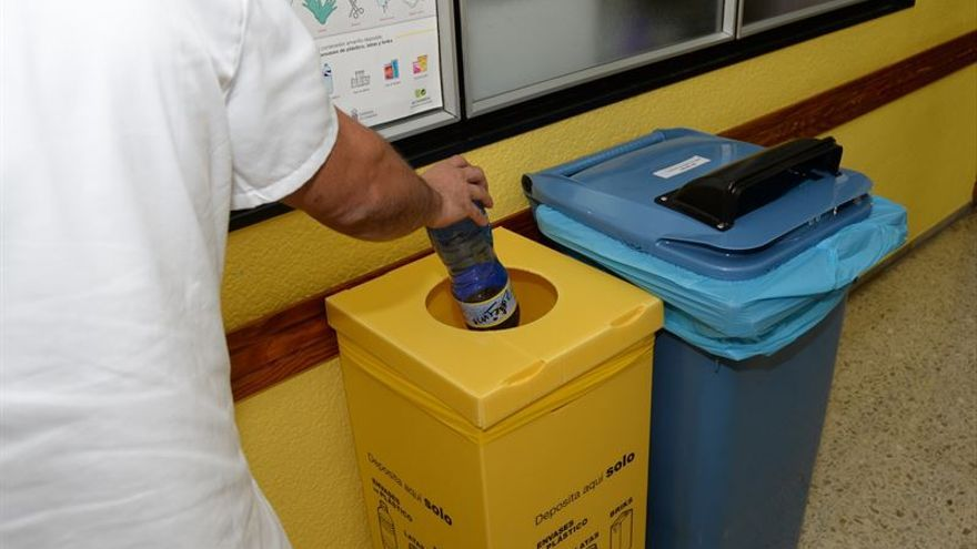 El Materno Infantil recicla más de 140 toneladas de papel desde 2011