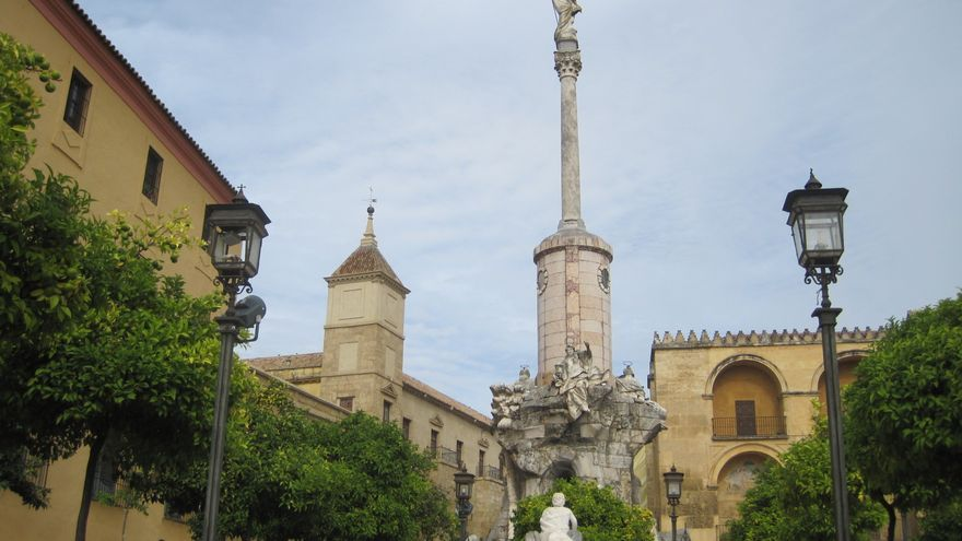 El Triunfo de San Rafael y la plaza del mismo nombre que han sido inmatriculados por el Cabildo Catedralicio de Córdoba.