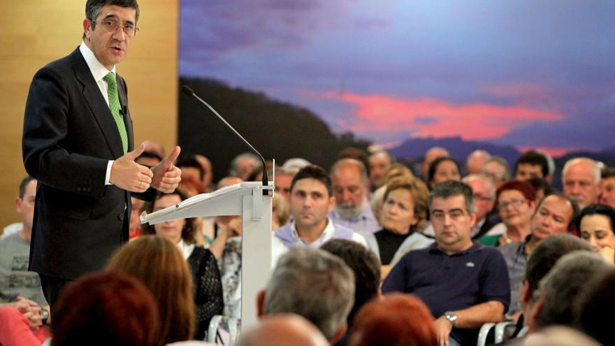 """Patxi López pide """"reconocer"""" la labor que Carrillo desempeñó en la transición"""