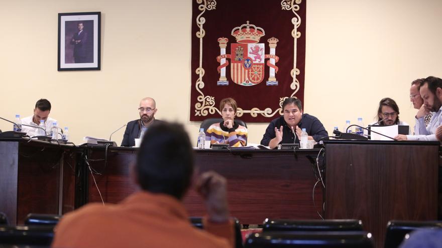 La alcaldesa de Mogán, Onalia Bueno, y el portavoz de Ciuca, Mencey Navarro.