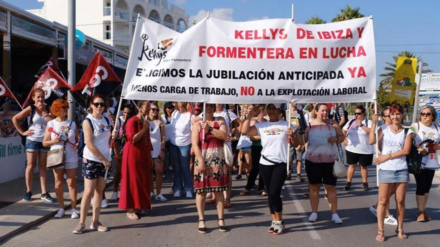 """Doscientas """"kellys"""" protestan en Ibiza para mejorar sus condiciones laborales"""