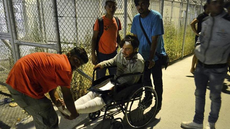 Siete heridos en enfrentamientos en campo de refugiados en la isla de Lesbos