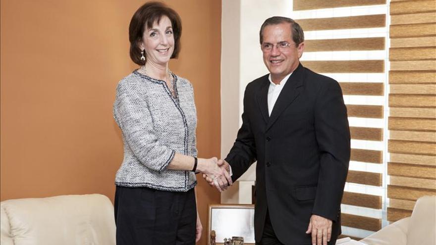 La secretaria adjunta de EE.UU. y el canciller de Ecuador analizan la agenda bilateral